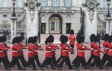 Guards Buckingham Palace
